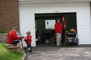 """Le nouveau cyclopousse (""""maison de Marc-Antoine"""") dans le garage chez Fernand"""